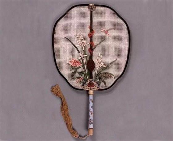 米色纱贴绢桃树仙鹤图乌木雕花柄团扇