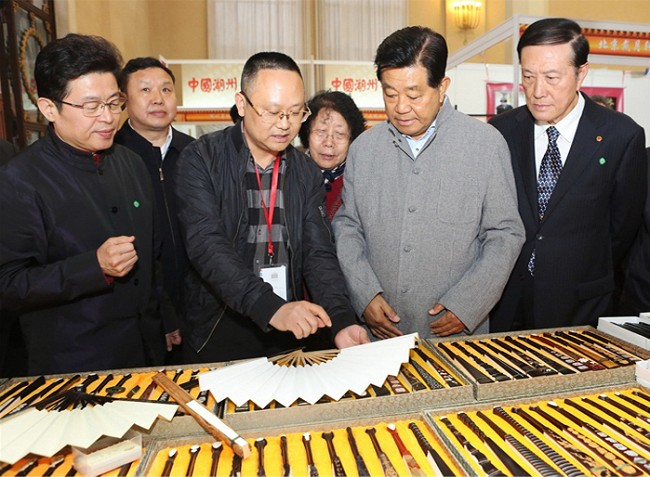 政协主席贾庆林巡视文房四宝会