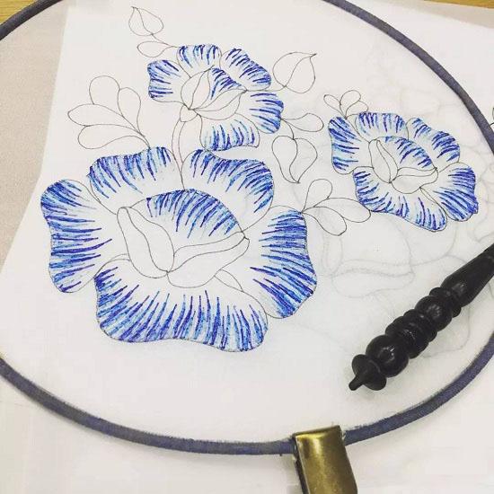 手工刺绣绣花团扇教程