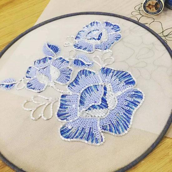 手工刺绣绣花团扇教程图片