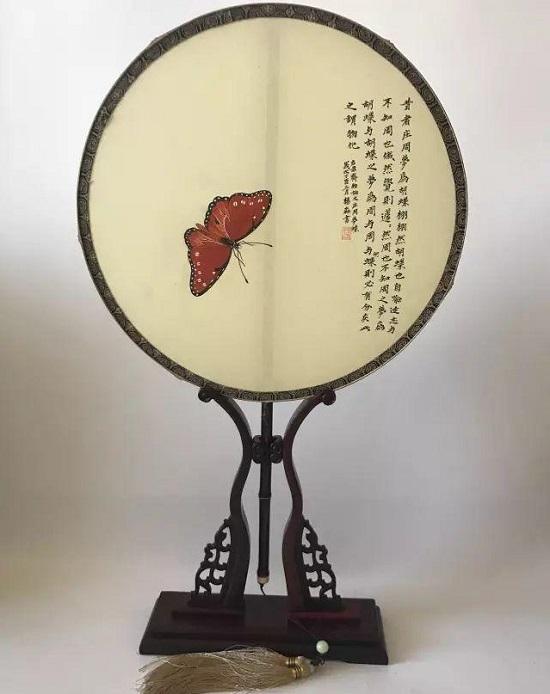 团扇图片手绘蝴蝶图赏析