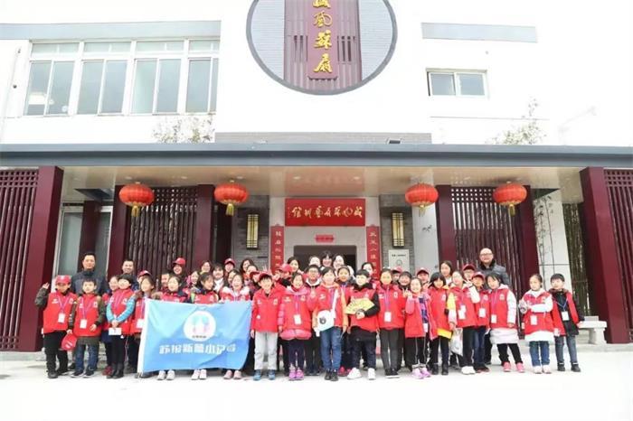 盛风苏扇艺术馆迎来苏报新蕾小记者参观采访