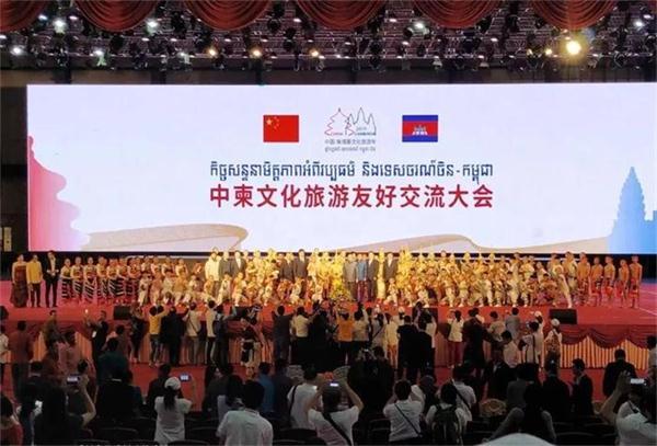 中国制扇工艺大师盛春携苏扇技艺闪耀中柬、中老文化交流活动