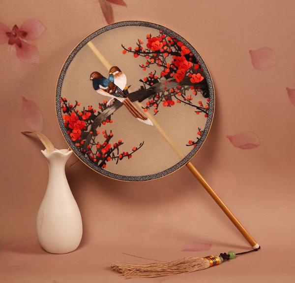 手工刺绣团扇