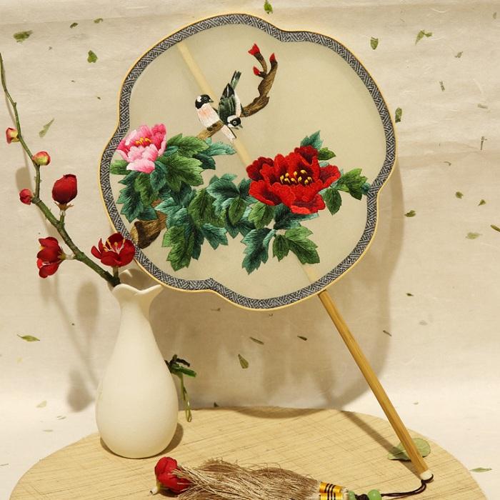 真丝刺绣团扇