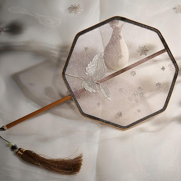 欧根纱刺绣工艺团扇