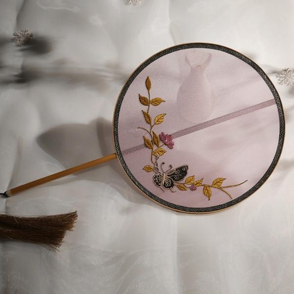 手工贴绣工艺团扇