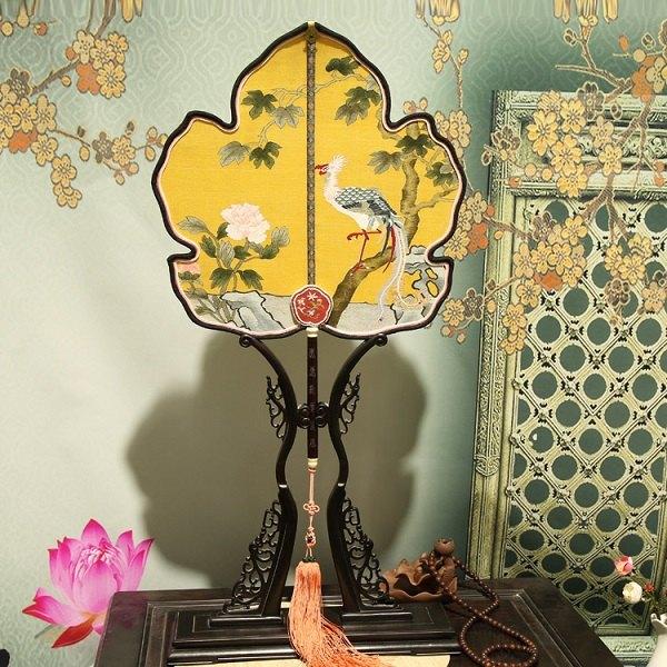 枫叶形缂丝团扇凤梧牡丹